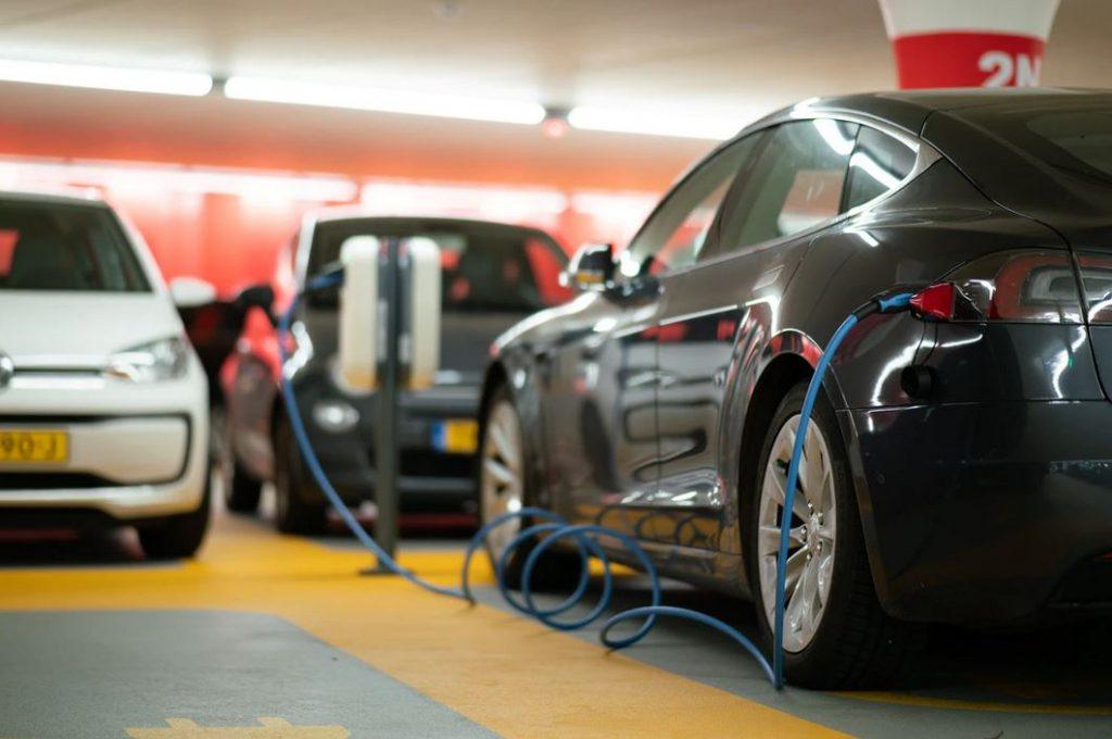 borne recharge parking